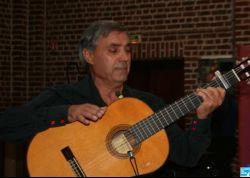 Le ténor, Bruno Ledda, a interprété de la chanson française, italienne, espagnole, sud-américaine.