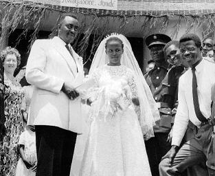 Mariage du Prince Louis Rwagasore et de Marie-Rose Ntamikevyo, le 12.09.1959 (Photo : Collection privée des Dames de Marie)
