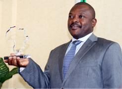 Pierre Nkurunziza a pris possession mercredi du Prix de l'Alliance des dirigeants africains contre le paludisme