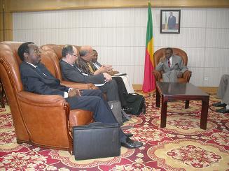 Pr Ntibashirakandi en mission au Benin a été reçu par le Ministre béninois des Affaires étrangères