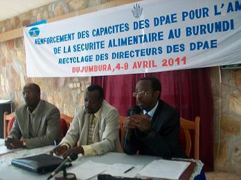Pr Ntibashirakandi en mission au Burundi pour dispenser une formation de recyclage pour les Directeurs des DPAE