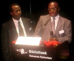 Jean-Marie Rurimirije lors du Symposium sur la microfinance au Burundi tenu à Rotterdam au Pays-Bas